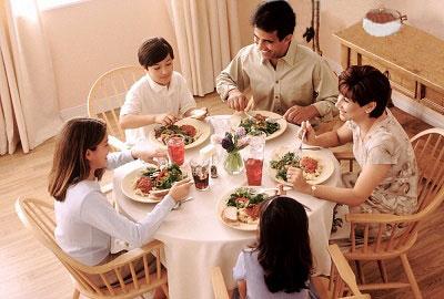 Приучите ребёнка к правильному питанию