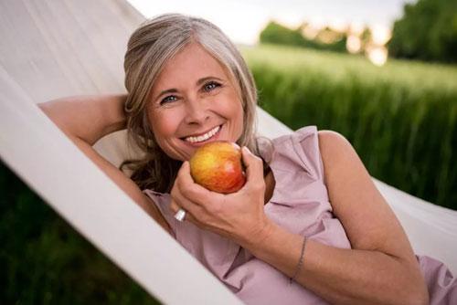 10 причин, почему вам следует есть яблоки