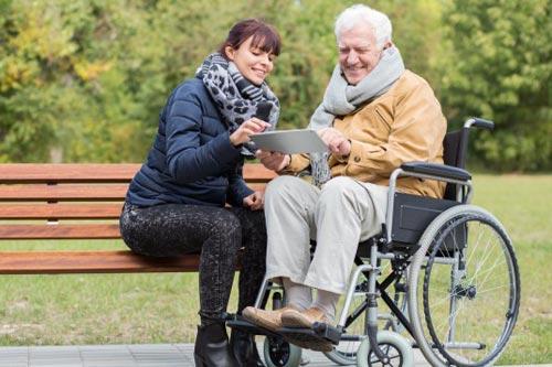 10 советов, как общаться с пожилыми родителями
