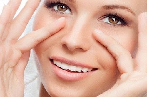 Какой крем выбрать для кожи вокруг глаз