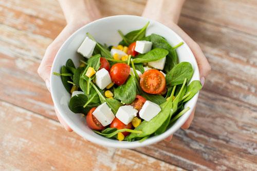Как сделать вкусный и полезный весенний салат