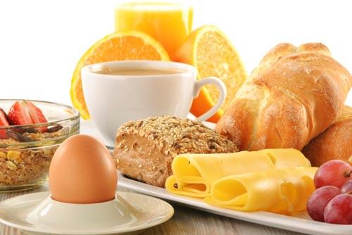 Почему полезно завтракать?