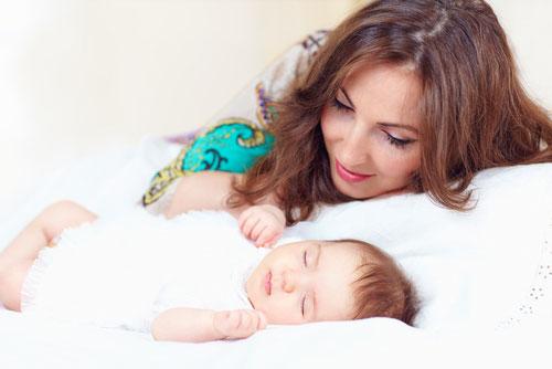 Ребенок спит с родителями