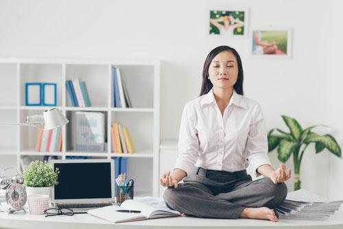 Невидимая зарядка (йога) на работе