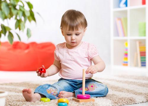 Выбор первой игрушки для малыша