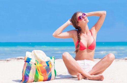 5 вещей, без которых женщине не обойтись на пляже