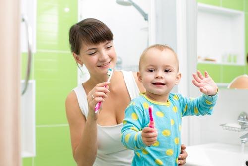 Когда и где лечить зубы детям