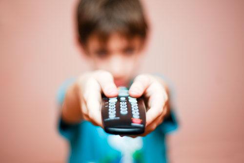 Почему не стоит смотреть телевизор детям