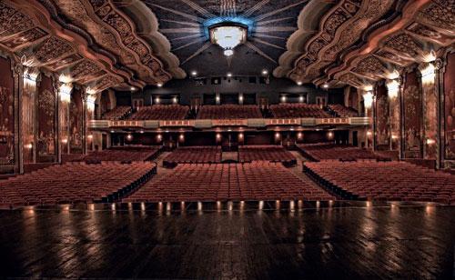 Почему стоит посещать театр