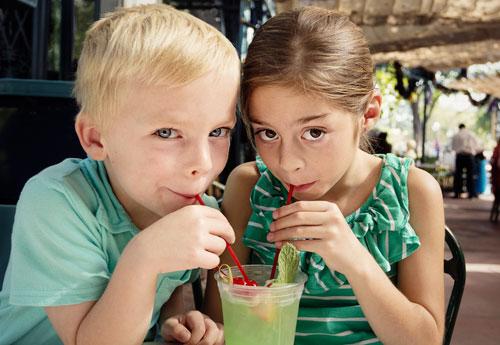7 советов, которые помогут научить ребенка делиться