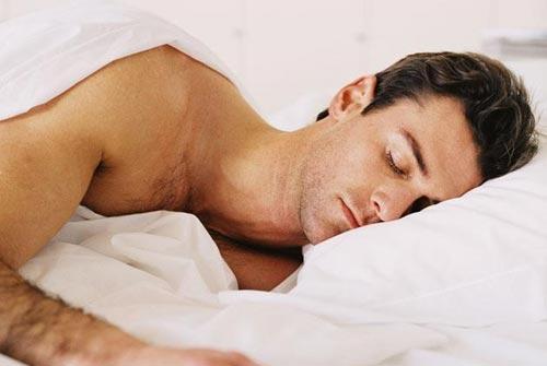 10 причин спать нагишом
