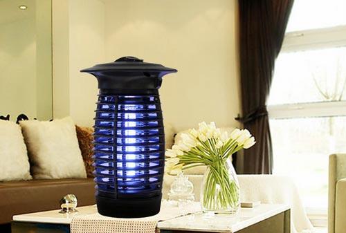 lampa ot komarov