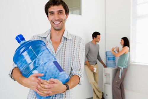 Вода в бутылях: особенности и сферы использования