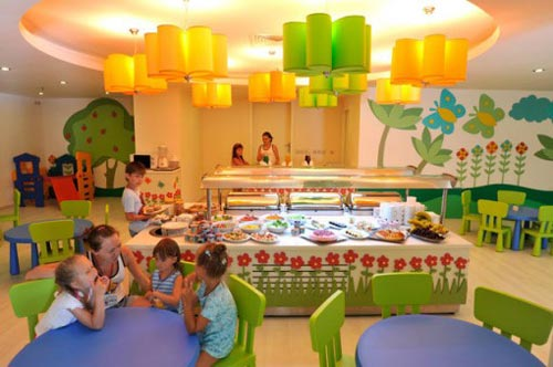 Стоит ли водить детей в детское кафе
