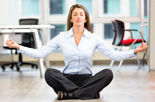 Йога в офисе - научитесь расслабляться