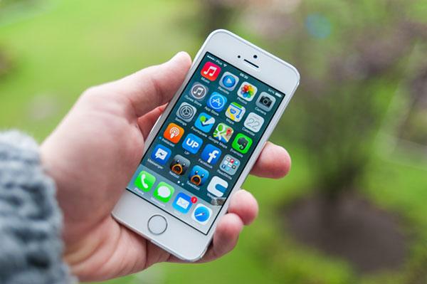 Большой выбор чехлов на iPhone