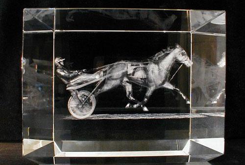 Фотографии в стекле: оригинальный подарок на долгую память
