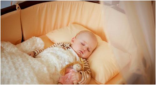 Какую детскую кроватку лучше купить
