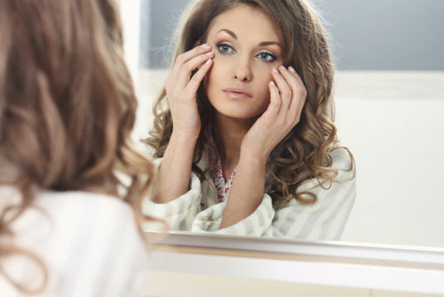 Мешки под глазами: причины, профилактика и маски