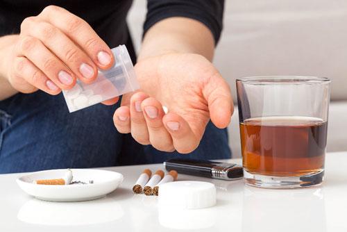 Почему так сложно отказаться от наркотиков и алкоголя?