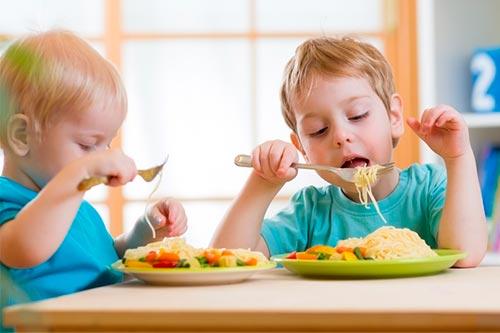 Как не надо кормить ребенка?