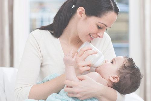 Какой детской смесью кормить малыша?