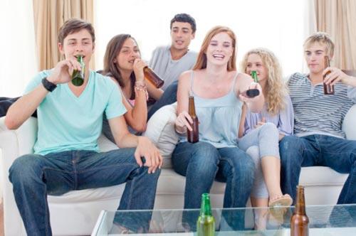 Спаивание современной молодежи