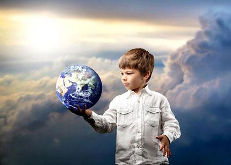 Родители, если постараются, могут многое передать собственным детям.  Могут они их научить и вещам...