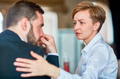 Как понять, что человек рядом нуждается в помощи?
