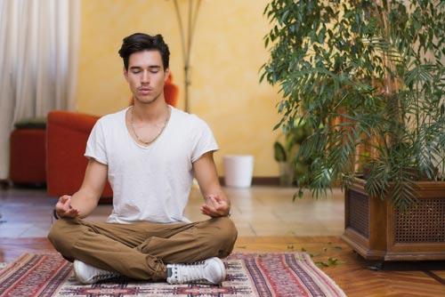 Короткая медитация помогает справиться с чувством гнева