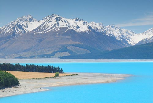 10 самых красивых цветных озер в мире (фото)